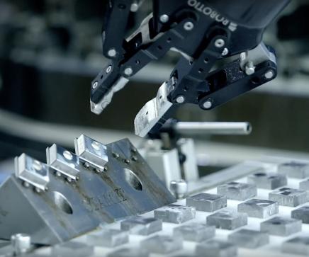 AMTECH case STAMIT Universal robots